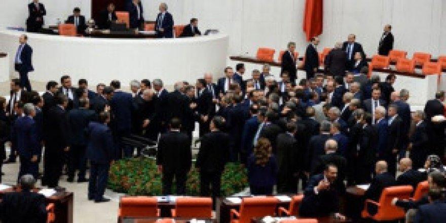 Meclis'te AK Parti ve CHP'li Vekiller Arasında Kavga Çıktı!