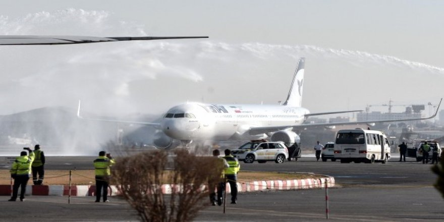 İran İlk Uçağını Teslim Aldı