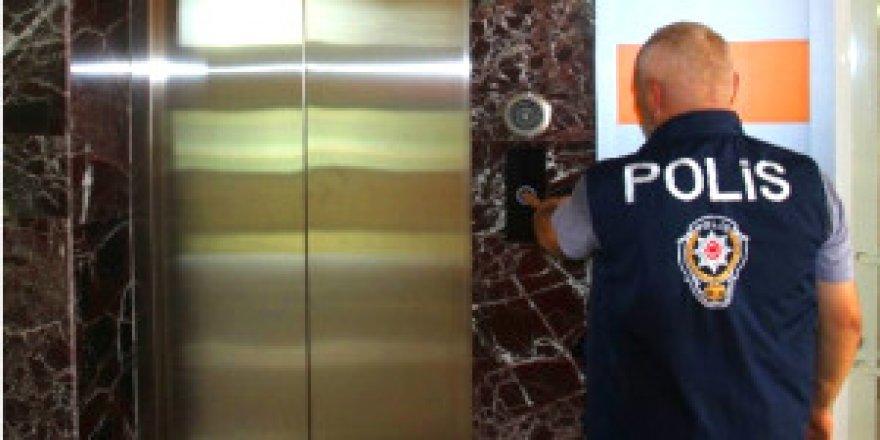 Asansörde feci kaza ! Evine gidecekti, canından oldu