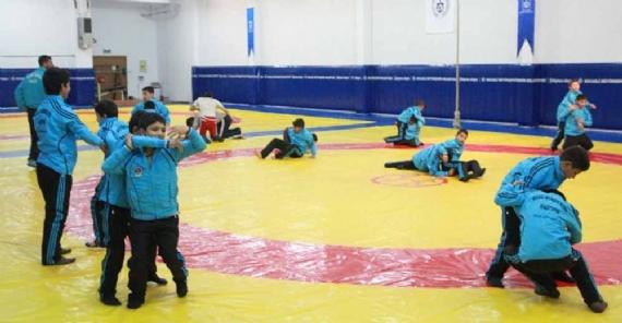 Roman gençler güreş takımında