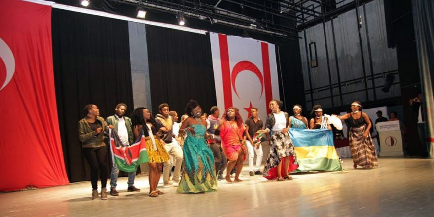 YDÜ Afrika'nın canlı renklerine büründü