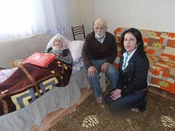 CHP Çayırova yaşlıları unutmadı