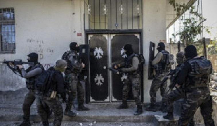 PKK'nın hücre evine baskın! İçeriden sağ terörist çıkmadı