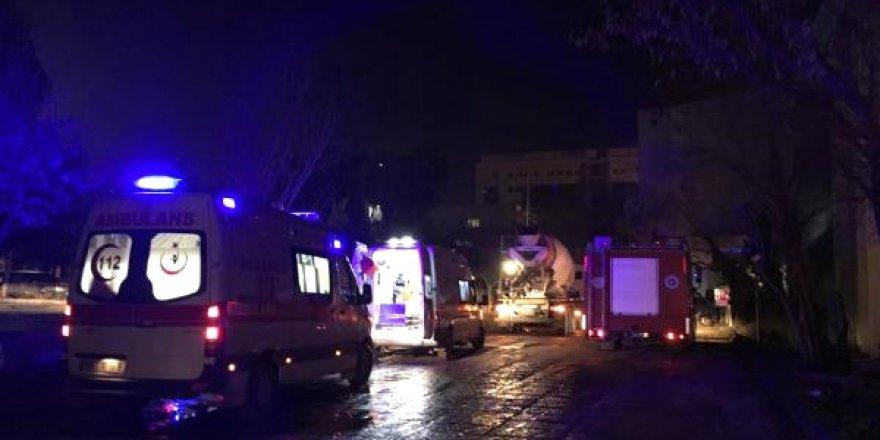 Akdeniz Üniversitesi'nde İskele Çöktü, İşçiler Enkazın Altında Kaldı