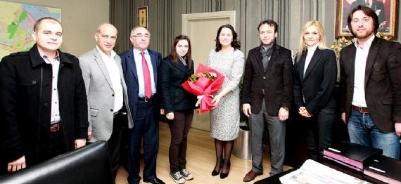 Kadın başkan vekiline 8 Mart kutlama ziyareti