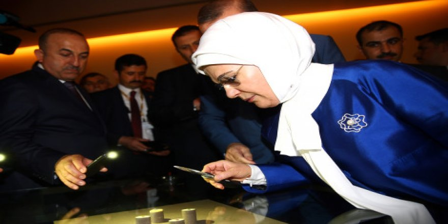 Erdoğan Çifti 'Büyüteçle' İnceleme Yaptı