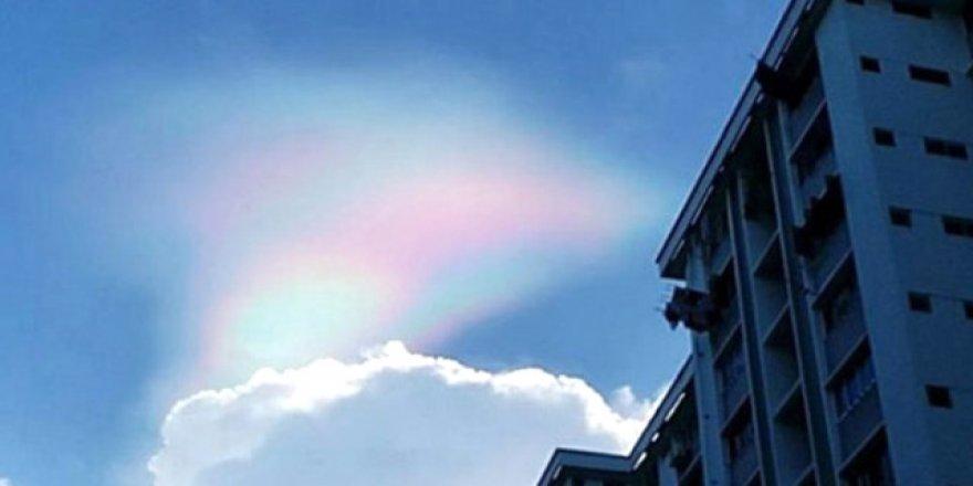 Tam 15 dakika boyunca gökyüzünde kaldı, görenler kameraya sarıldı