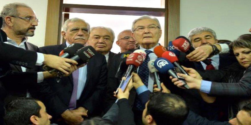 Ahmet Türk ve Deniz Baykal Meclis'te bir araya geldi