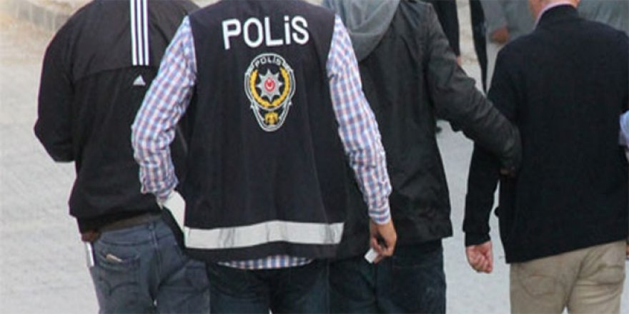 Polisi görünce kaçan şahıs suç makinesi çıktı