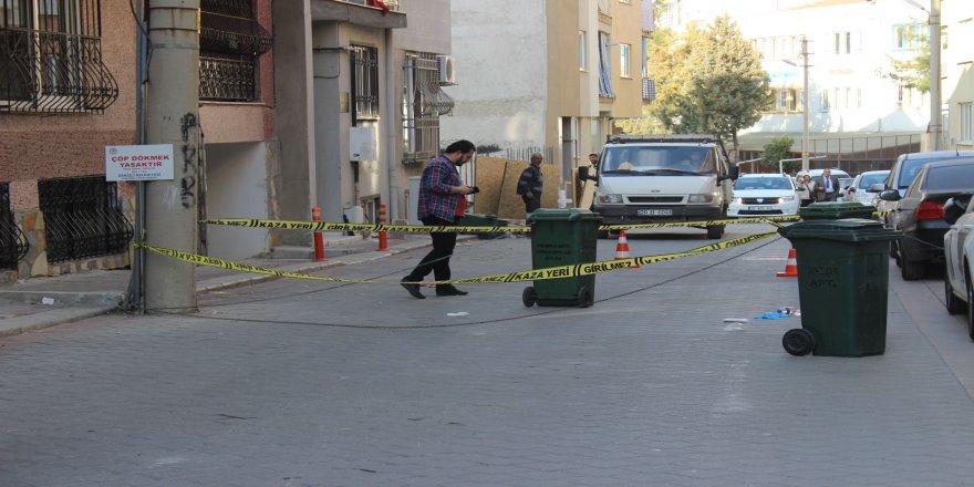 Genç kadın sokak ortasında öldürüldü