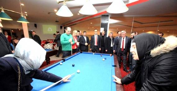 Karaosmanoğlu'nun bowling keyfi