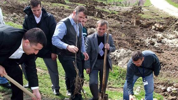 Köy ekonomilerine ortak alanlara destek