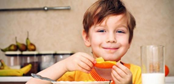 Kahvaltı yapan çocuklar zeki