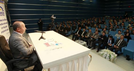 Prof. Çelik Gebze'de tarih konusunu anlattı