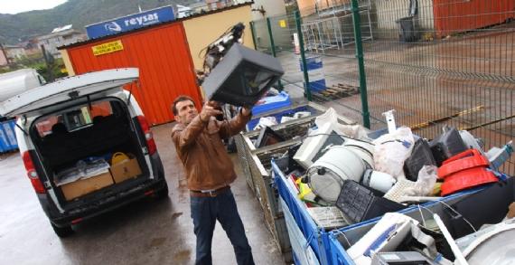 E-Atıklar ev ve işyerlerinden toplanıyor