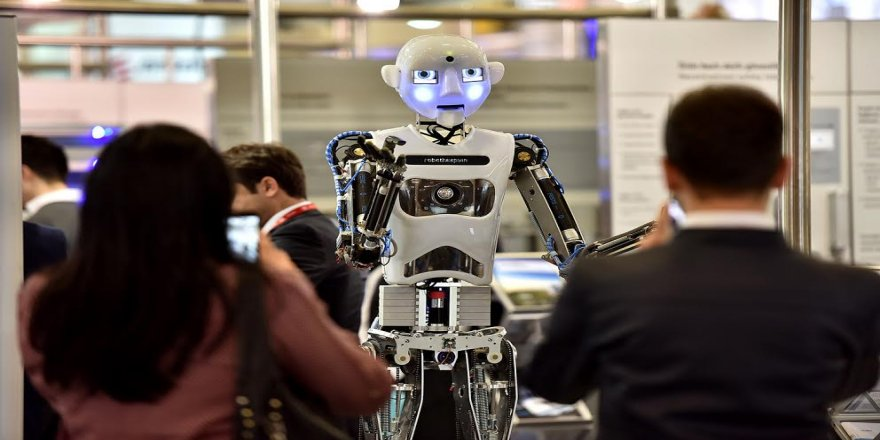 Bu robotlar şarkı söylüyor,tablet kullanıyor !