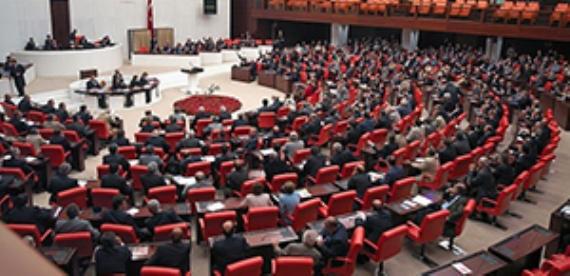 Ak Parti'nin 'yemin'ine CHP ve MHP karşı çıktı