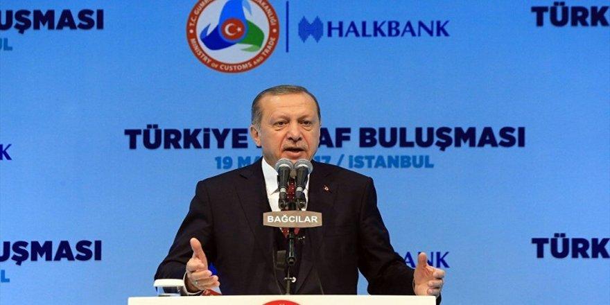 Salondaki 'tahdit' sloganlarına Erdoğan'dan cevap