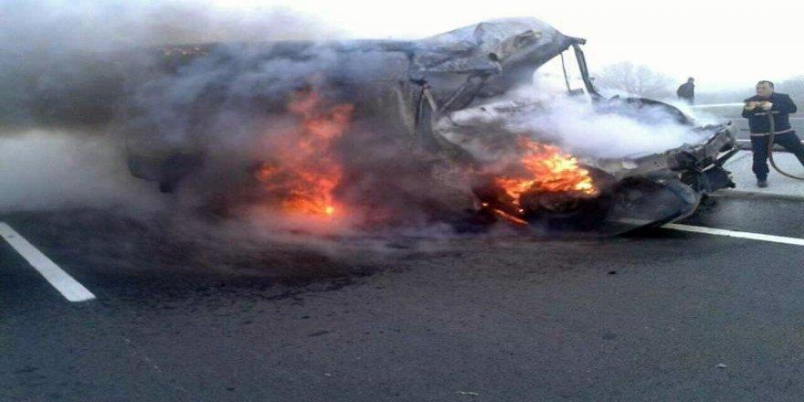 Genç sürücü yanan araçta feci şekilde can verdi