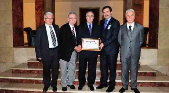 Trabszonspor'dan Öğüt'e onur belgesi