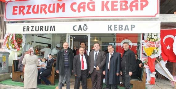 Turgut Bayar Cağ Kebabı işine atıldı