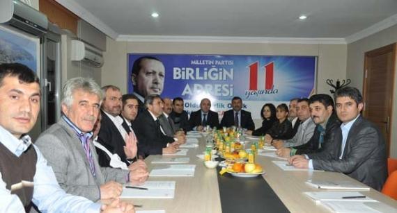 İlk kez AK Parti toplantısına katıldılar