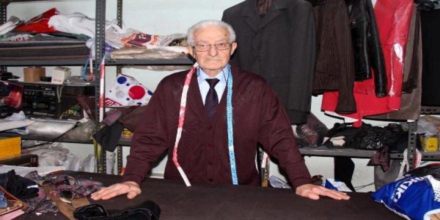 Burdur'un 79 yaşındaki 67 yıllık terzisi Ünal amca