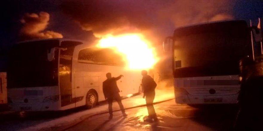Sürücüler teklifi kabul etmeyince otobüsleri benzin döküp yaktılar