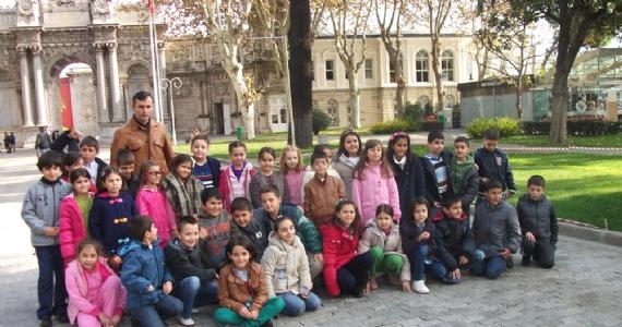 Öğrenciler Dolmabahçe Sarayı'nı gezdi