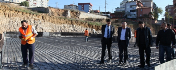 Akbaş okul inşaatını gezdi