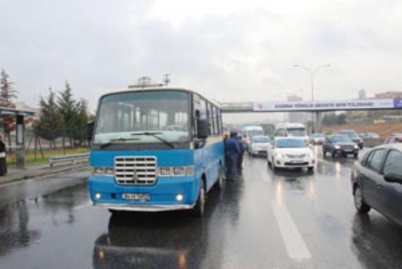 Gebze-Harem minibüsü yine kaza yaptı