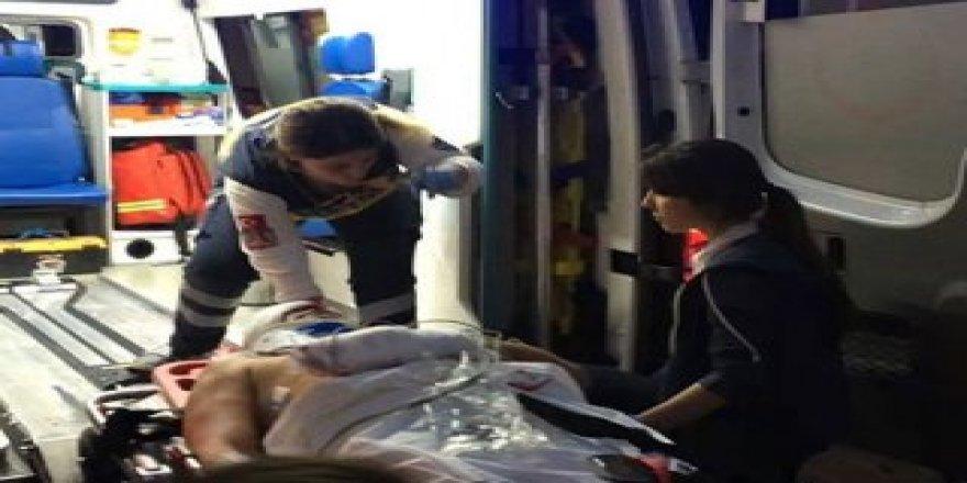 Polis memuru, döner bıçaklı saldırıda yaralandı