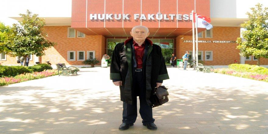 Emekli binbaşı 78 yaşında hukuk fakültesini bitirdi