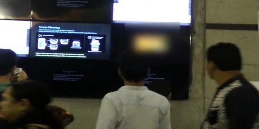 Hindistan'da metroda porno yayını
