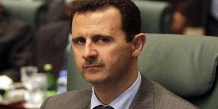 Macron'a 'Esad'ın şeref nişanını geri al' çağrısı