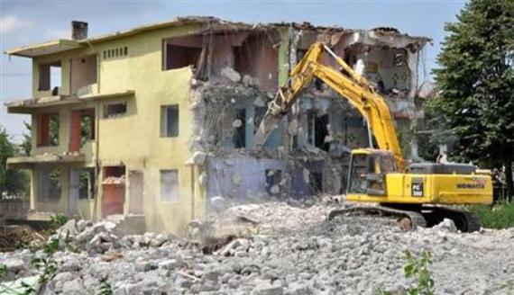 Evi yıkılana taşınma parası!