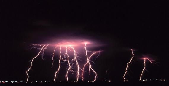 Şiddetli fırtına 3 ilçeyi vurdu!