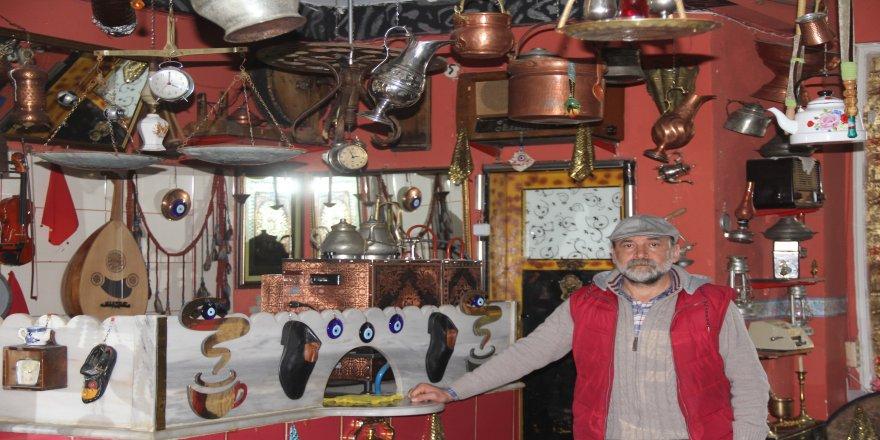 Kahvehaneden süzülen tarih kokusu