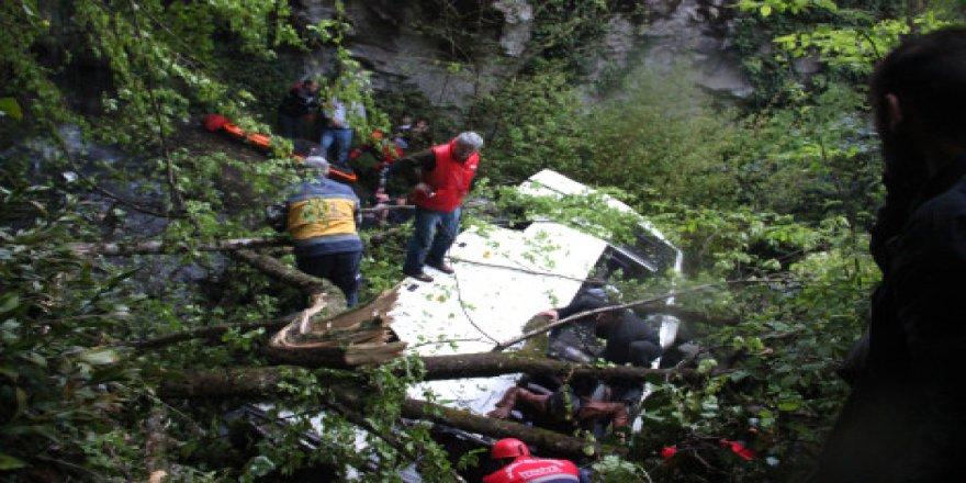 Trafik Faciasına yardıma gidenlerde karıştı: 10 Ölü 25 Yaralı