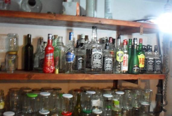 Villada kaçak içki ürettiler!