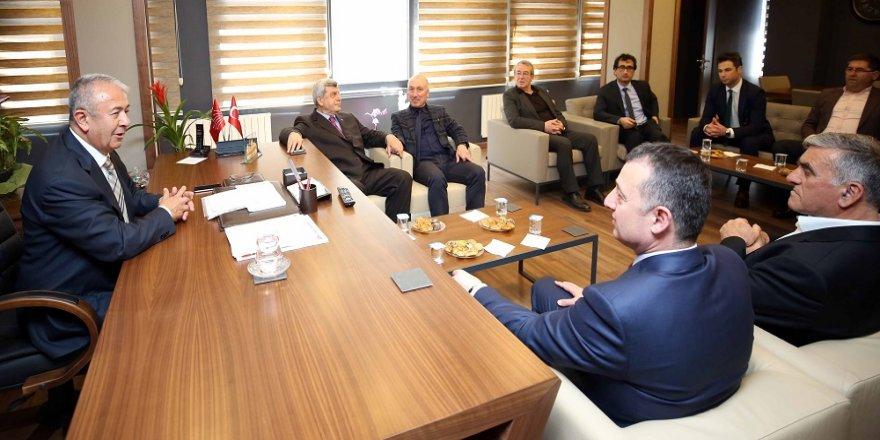 Karaosmanoğlu'dan CHP'ye sürpriz ziyaret