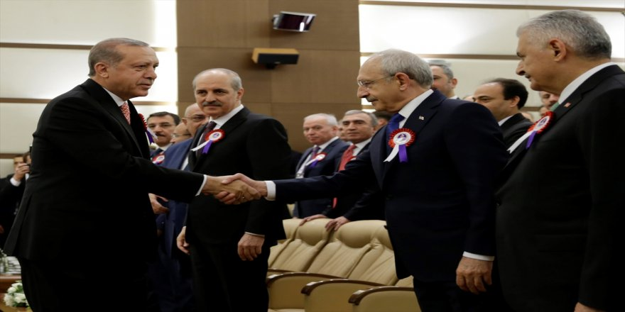 Cumhrubaşkanı Erdoğan, Kılıçdaroğlu ile tokalaştı