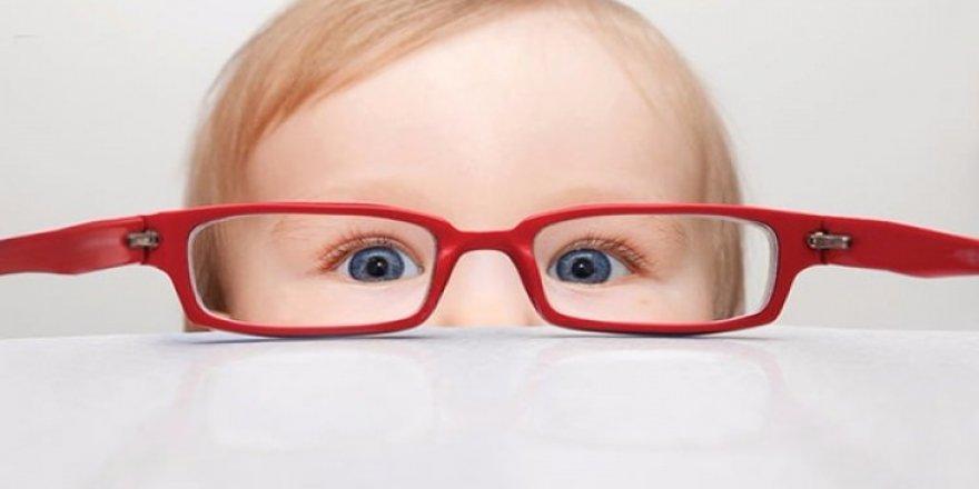 Çocuğunuzun gözlerinde bu belirtiler varsa dikkat