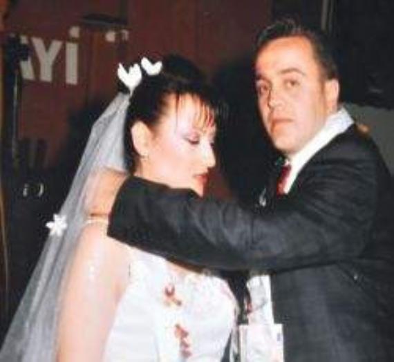 Boşandığı eşini silahla öldürdü!