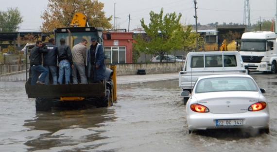 Sağanak yağış Edirne'yi göle çevirdi!