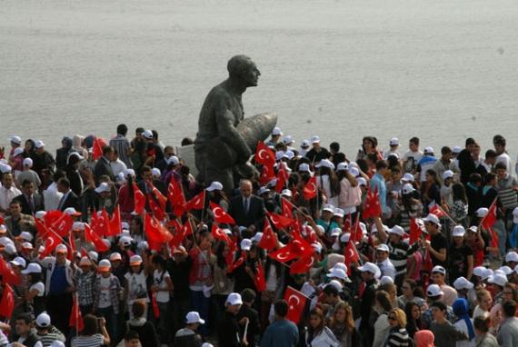97. yılda şehitliklere 9 bin öğrenci!