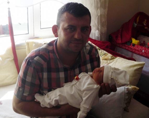 20 günlük bebeğine doyamadan öldü!