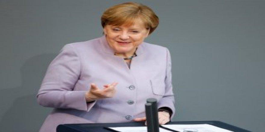 Merkel'den idam referandumu açıklaması