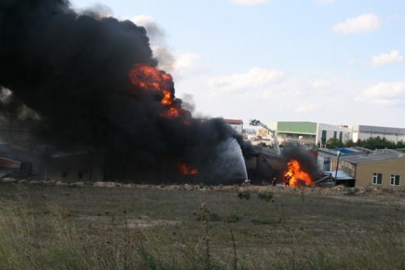 Boya fabrikasında korkunç yangın!