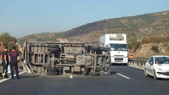 TEM'de TIR kazası: 1 yaralı!